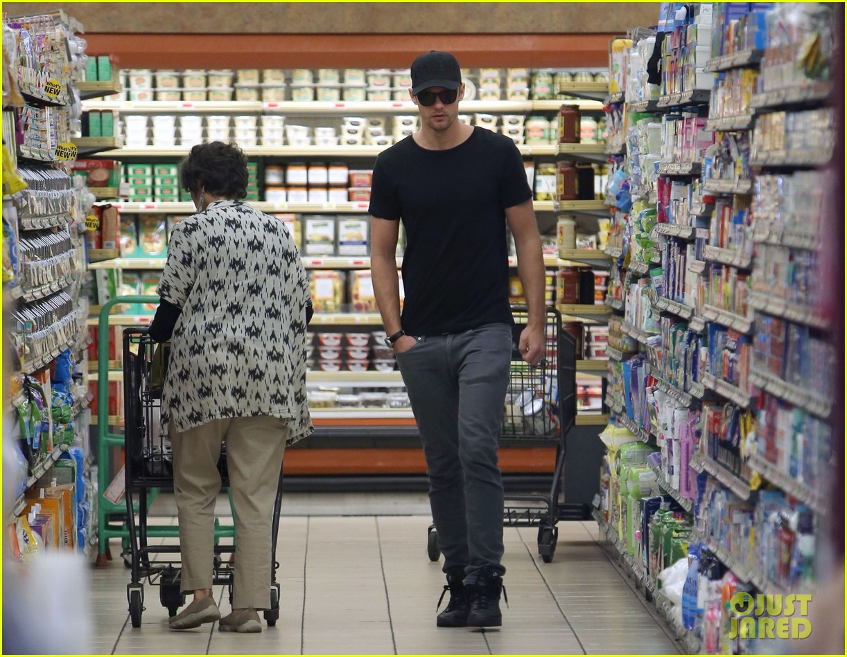 alexander skarsgard starts his day off with grocery shopping 10