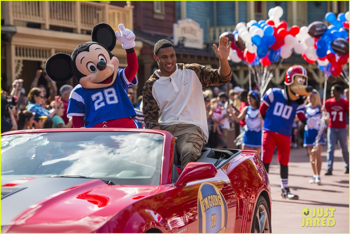 super bowl mvp malcolm smith visits disney world after big win 113047003
