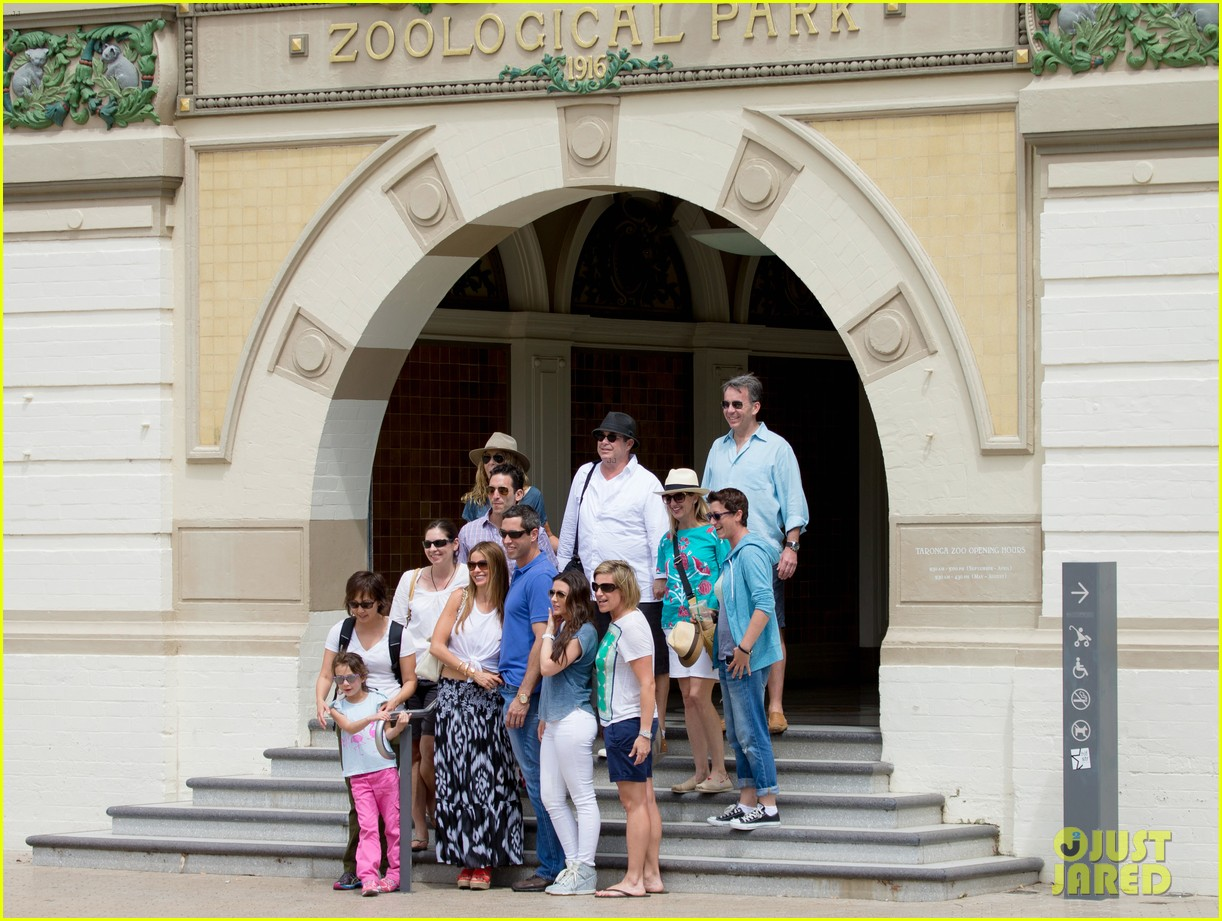 sofia vergara nick loeb sydney zoo trip with modern family co star 12
