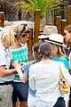 sofia vergara nick loeb sydney zoo trip with modern family co star 18