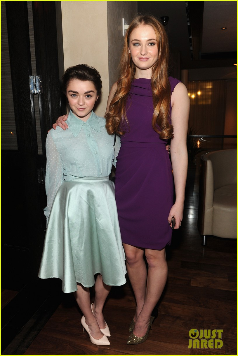 sophie turner maisie williams game of thrones girls front row christian siriano 01
