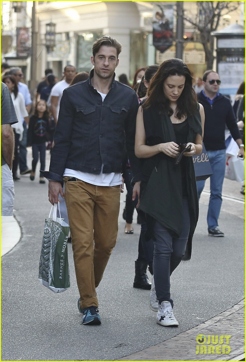 scott speedman girlfriend camille de pazzis still going strong 02