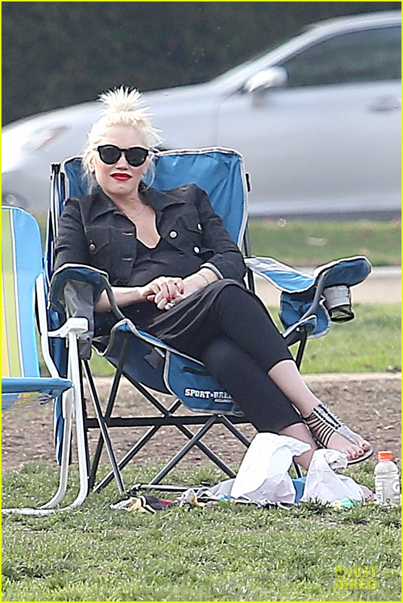 gwen stefani looks about ready to pop in brentwood 07