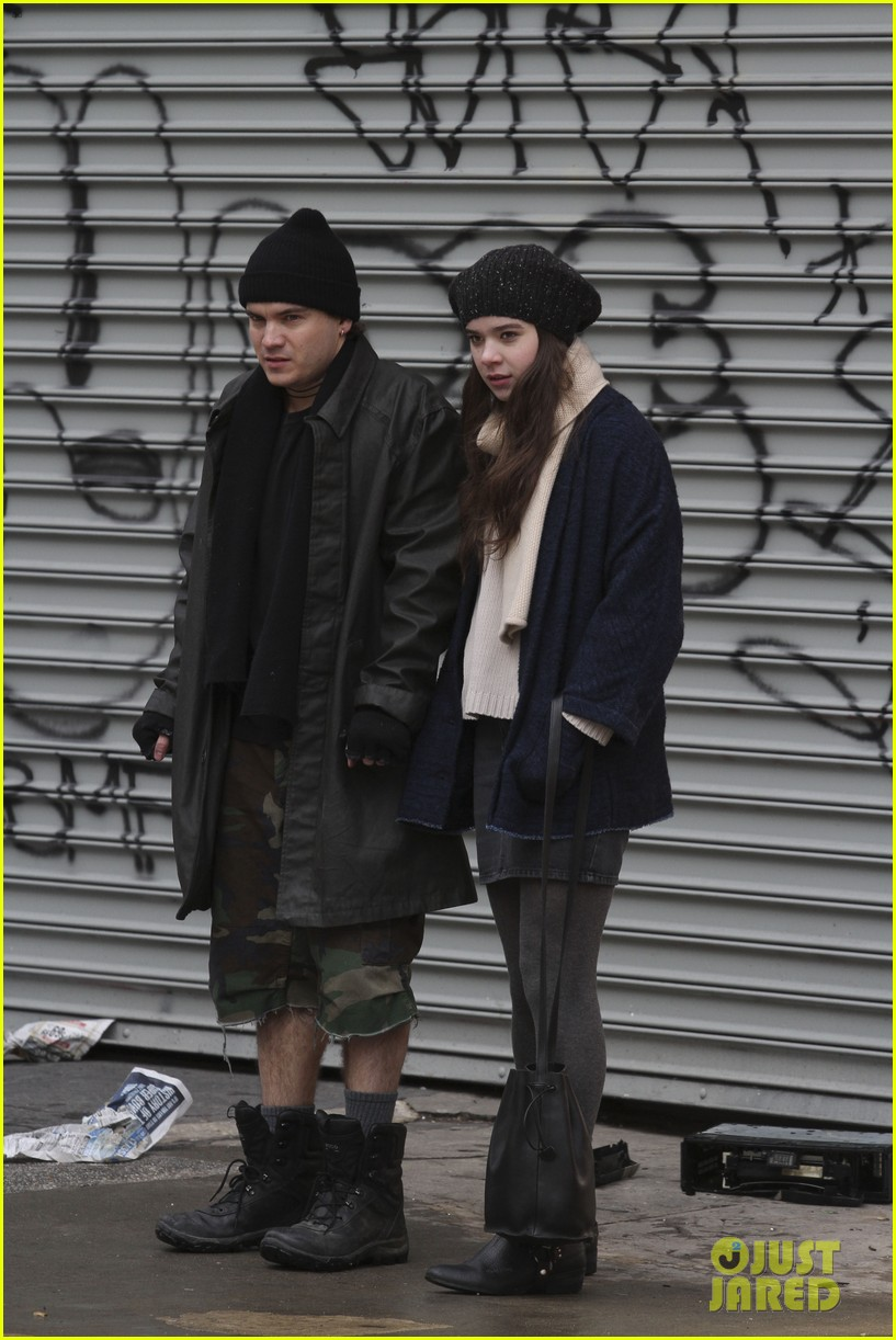 hailee steinfeld caught smoking dont worry its fake 01