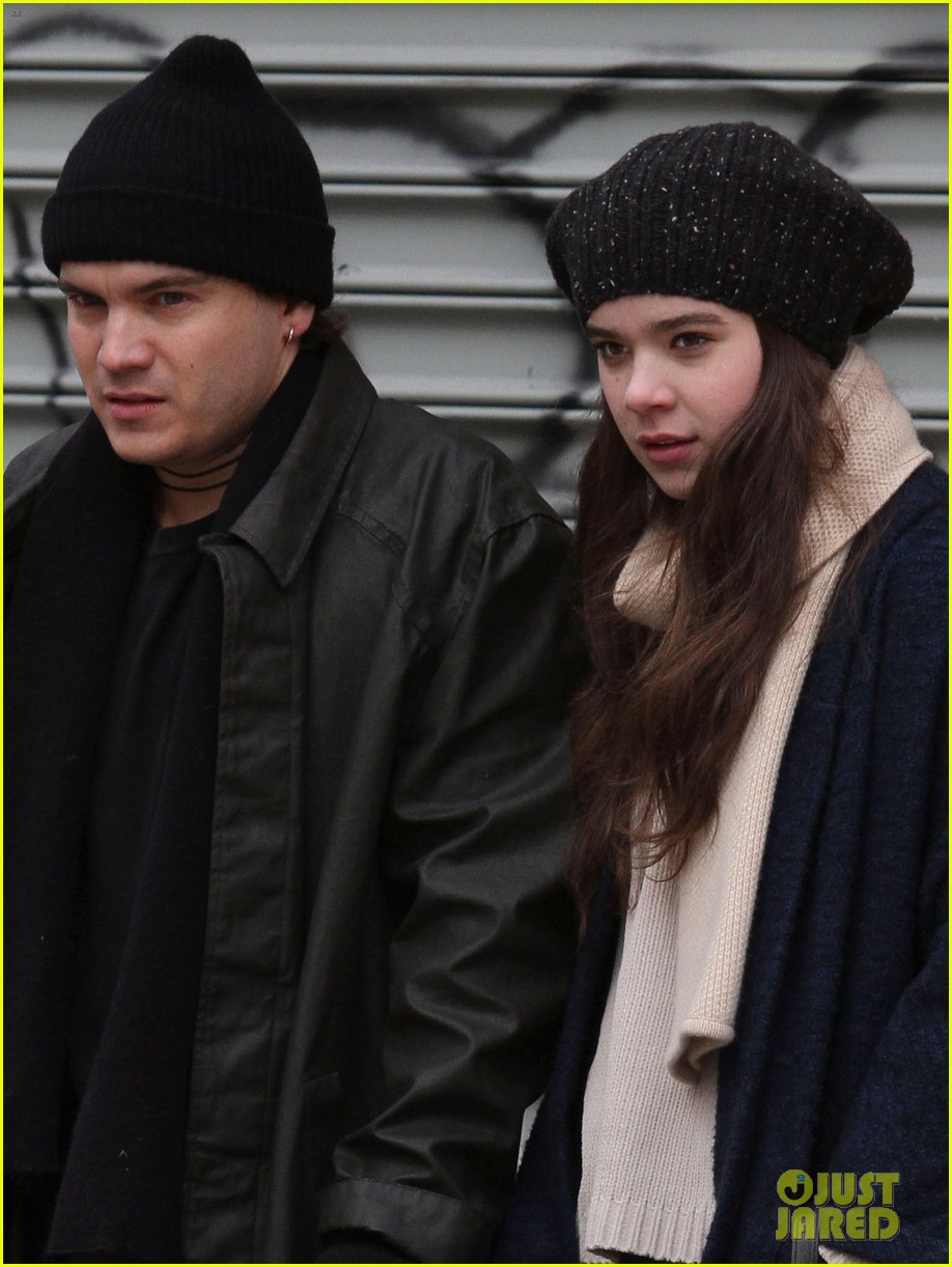 hailee steinfeld caught smoking dont worry its fake 04