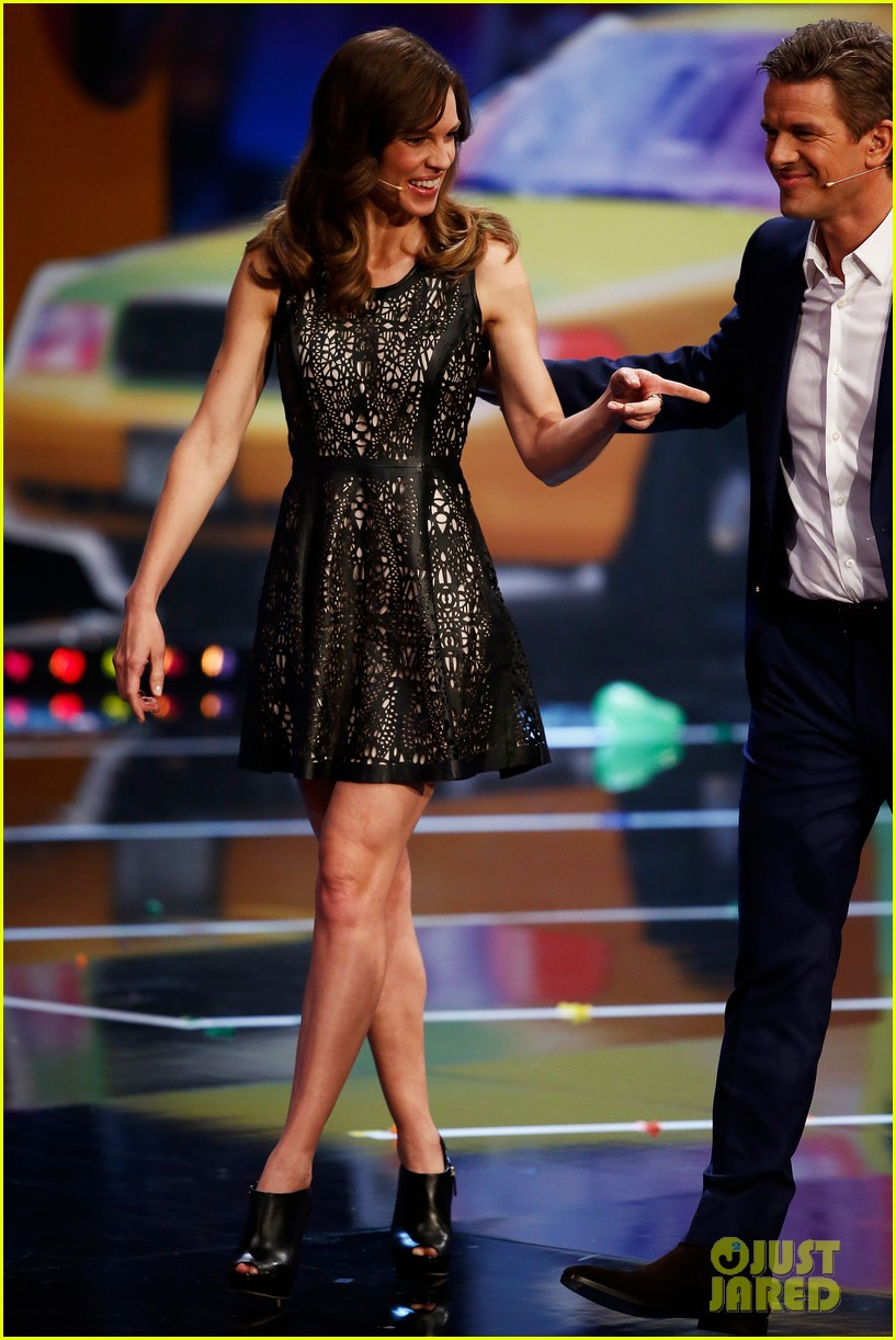 hilary swank waves to the crowd for german tv appearance 02