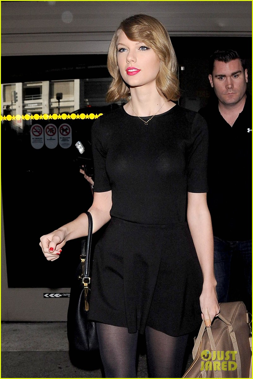 taylor swift shows off her new short hair at the airport 09
