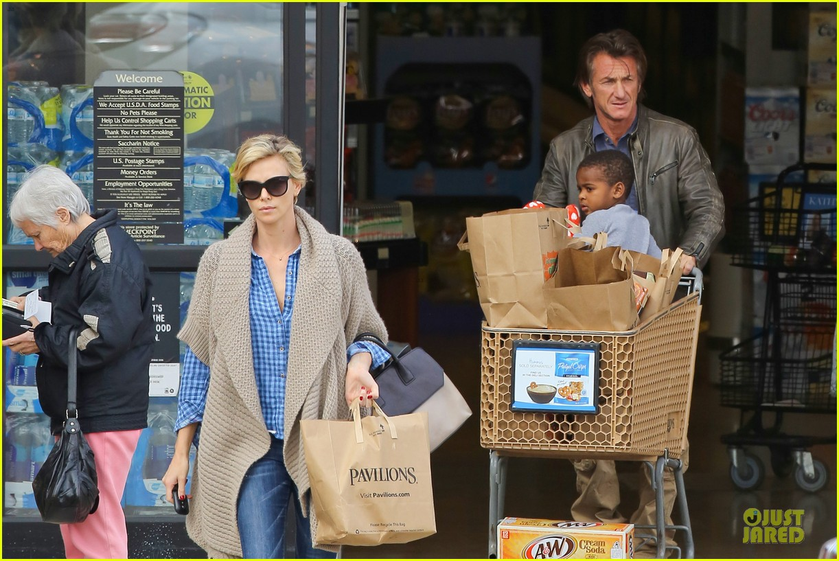 charlize theron sean penn grocery stop before the super bowl 07