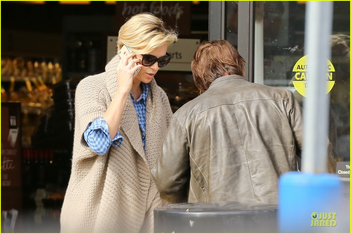 charlize theron sean penn grocery stop before the super bowl 08