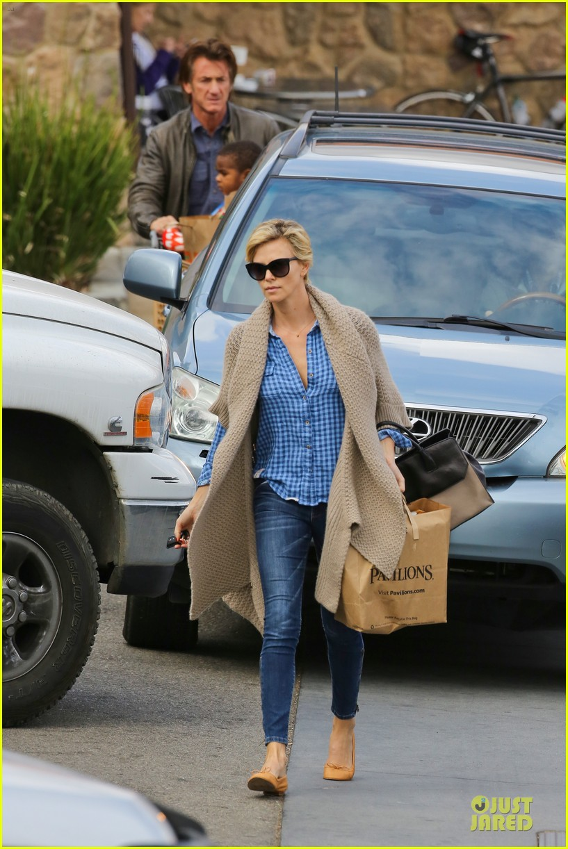 charlize theron sean penn grocery stop before the super bowl 29