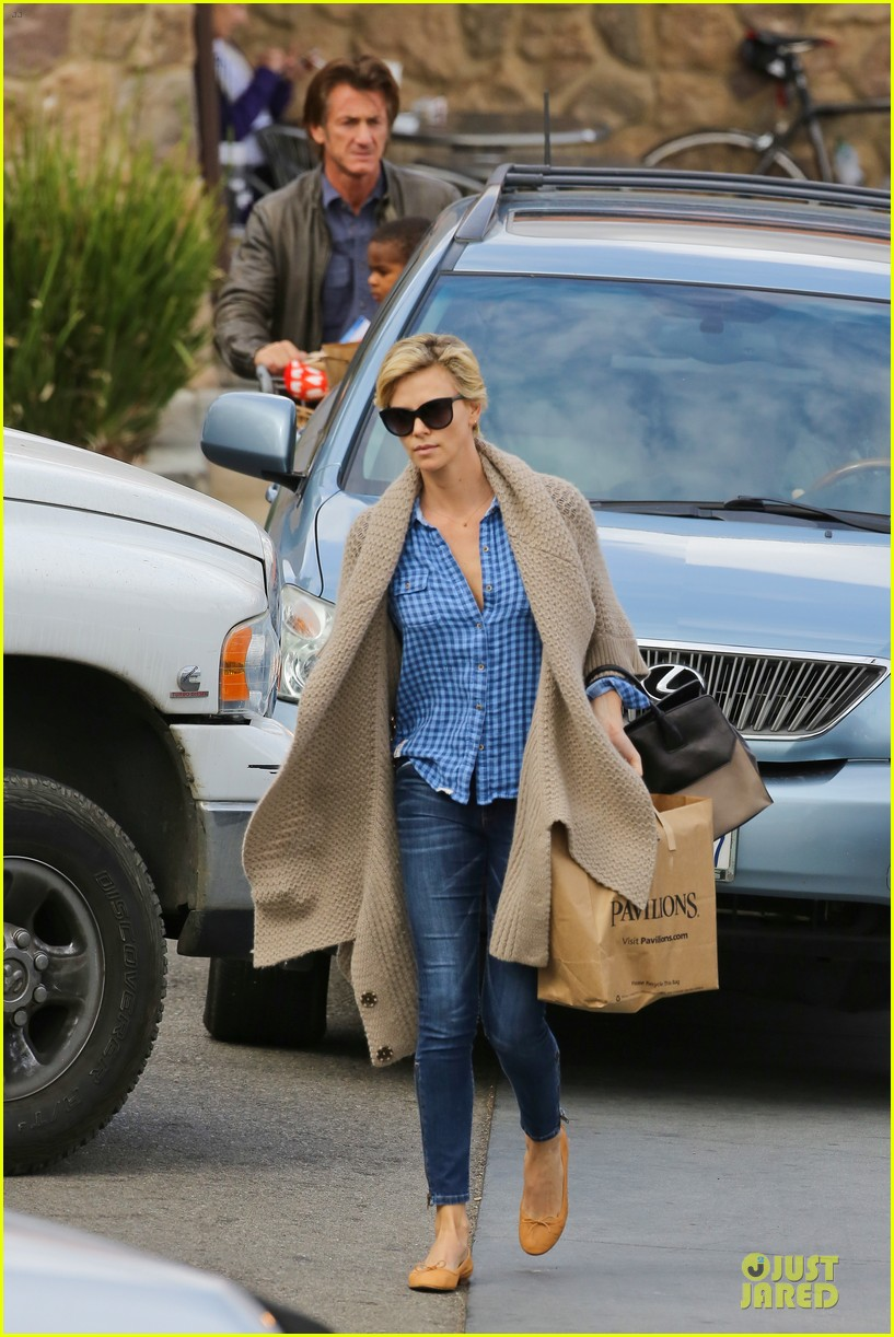 charlize theron sean penn grocery stop before the super bowl 303046520