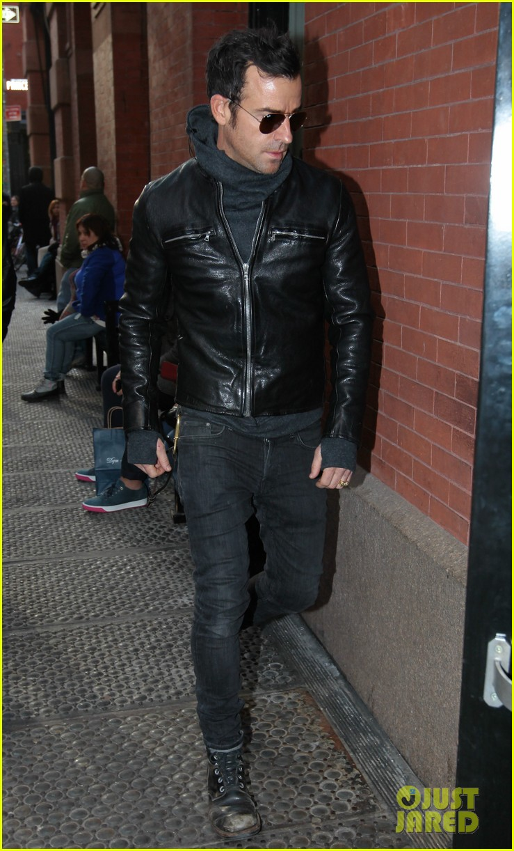 justin theroux continues to rock his sexy biker look in nyc 033046017