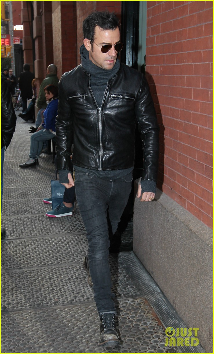 justin theroux continues to rock his sexy biker look in nyc 053046019