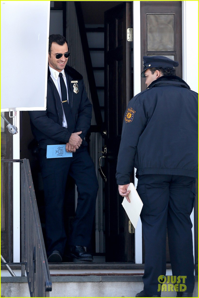 justin theroux looks mighty fine in his police uniform 253057486
