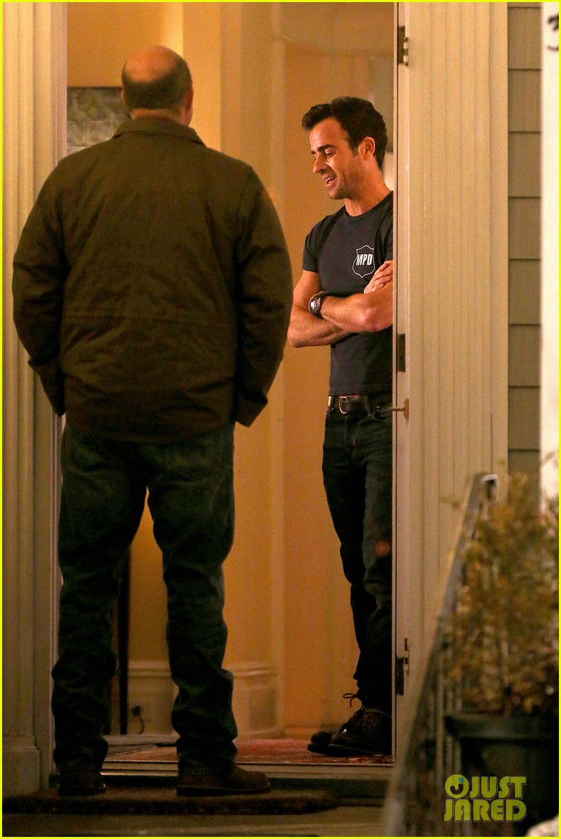 justin theroux looks shocked upset on leftovers set 263056224