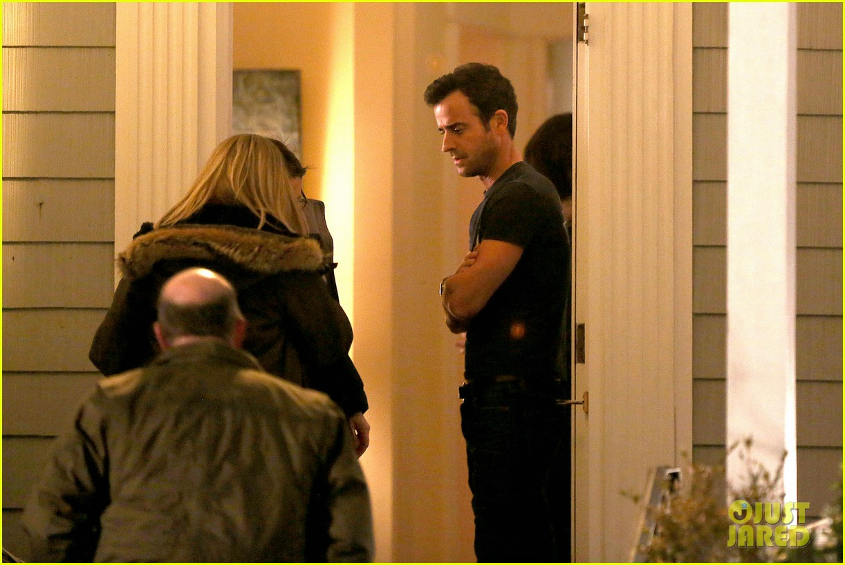 justin theroux looks shocked upset on leftovers set 27