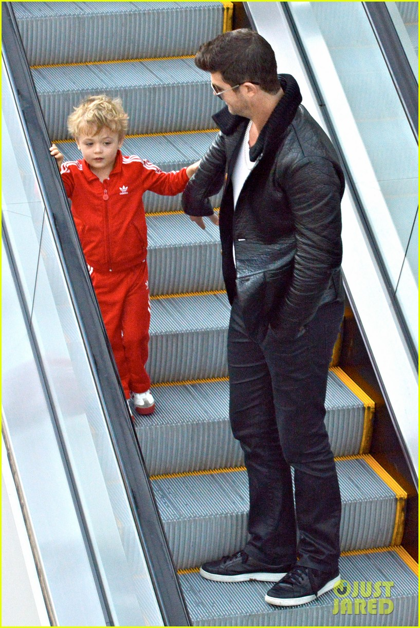 robin thicke is a doting dad spends day with julian 08
