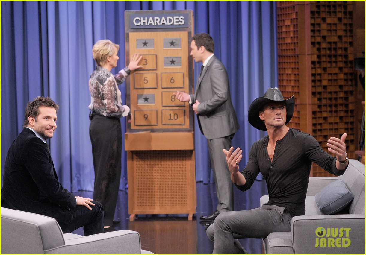 bradley cooper emma thompson play charades on fallon 01