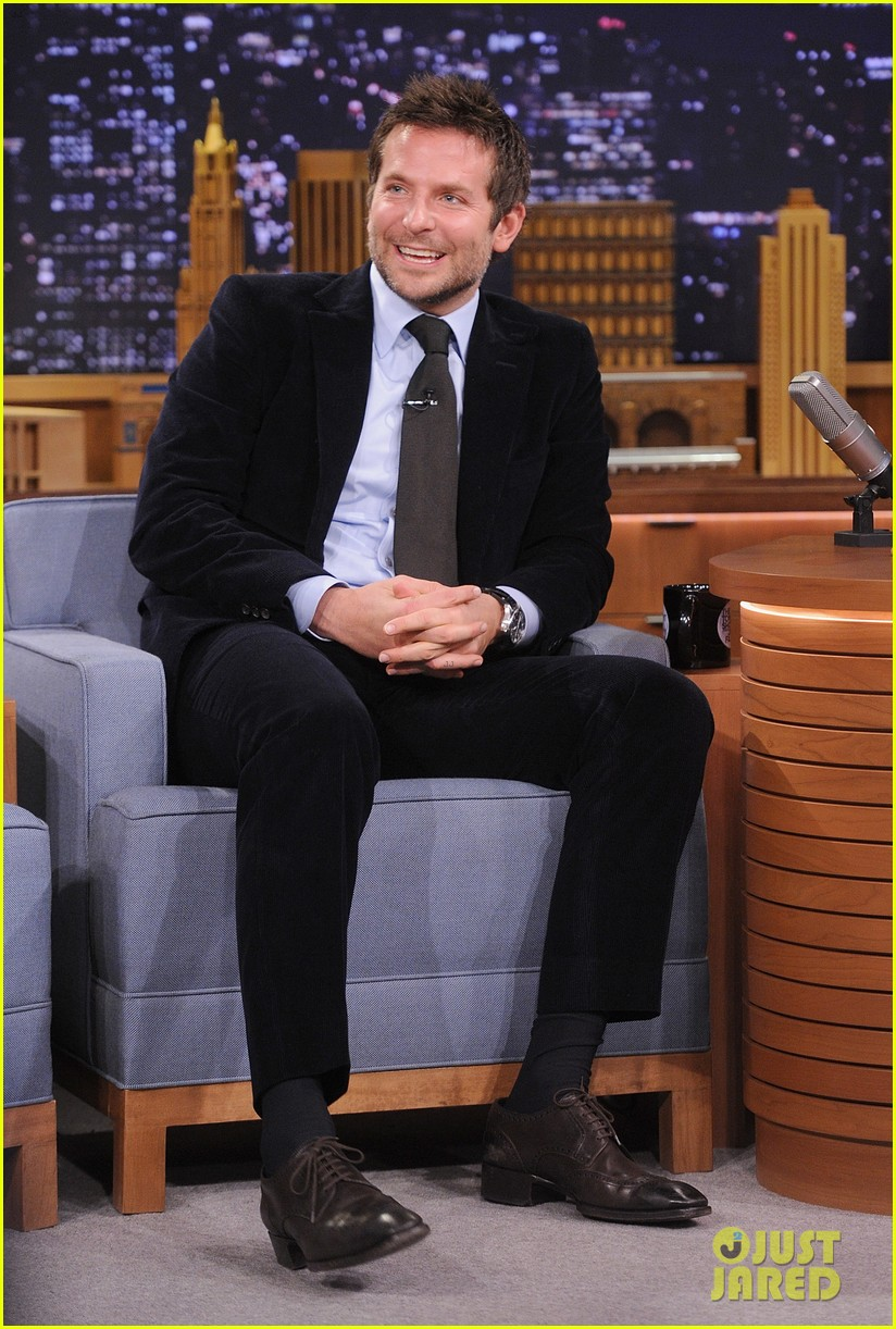 bradley cooper emma thompson play charades on fallon 05