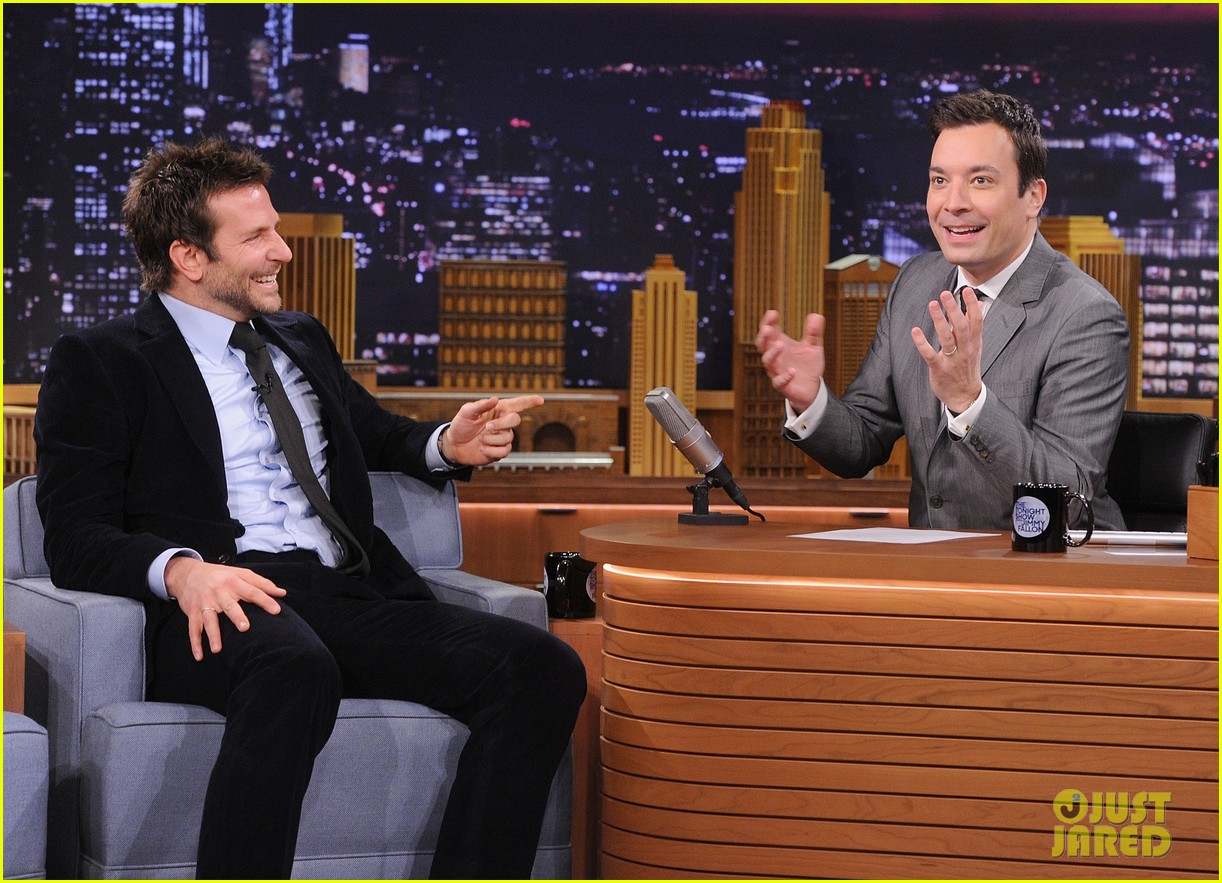 bradley cooper emma thompson play charades on fallon 09