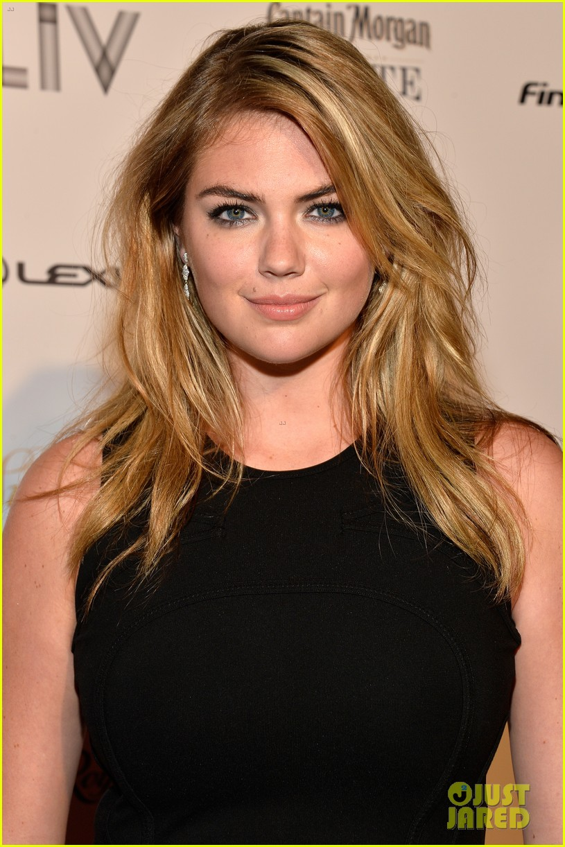 kate upton anne v heat up the sports illustrated miami party 06