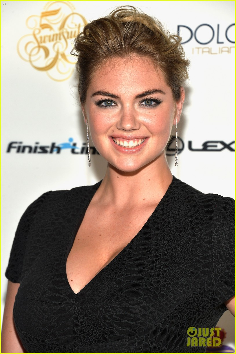 kate upton irina shayk sports illustrated south beach soiree 07