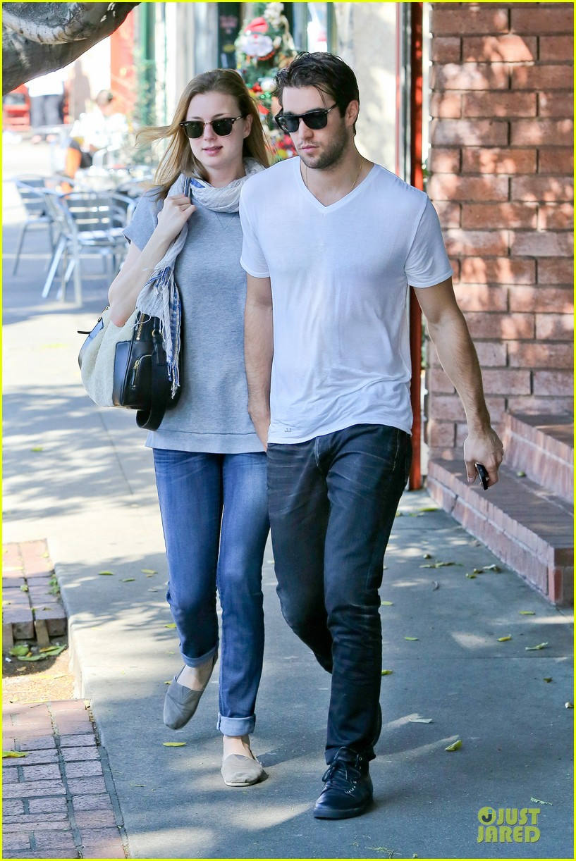 emily vancamp josh bowman hold hands before valentines day 01