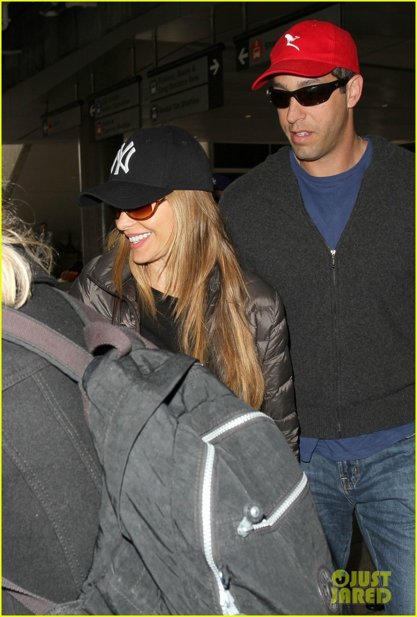 sofia vergara arrives back in los angeles after modern family in sydney 023061586