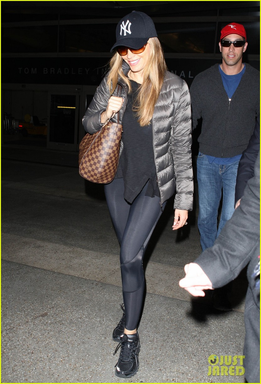 sofia vergara arrives back in los angeles after modern family in sydney 033061587