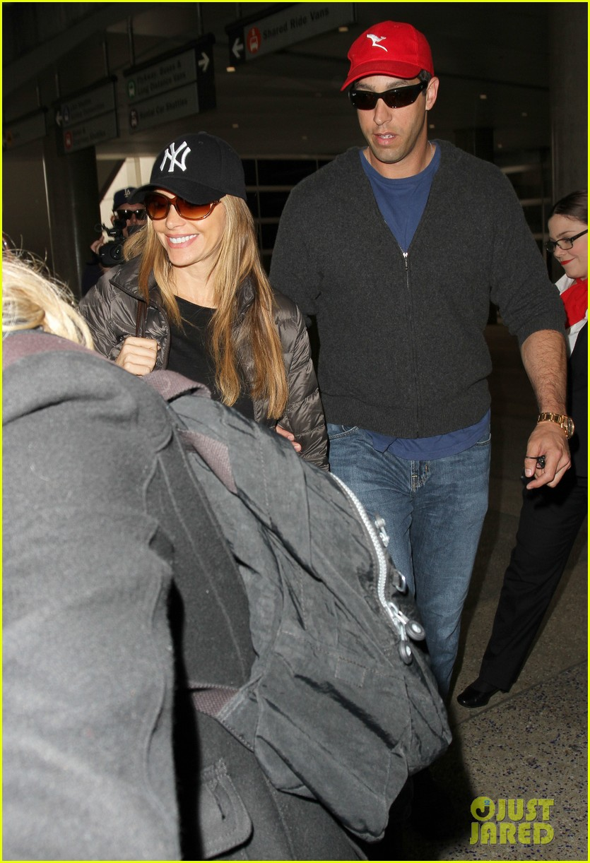 sofia vergara arrives back in los angeles after modern family in sydney 093061593