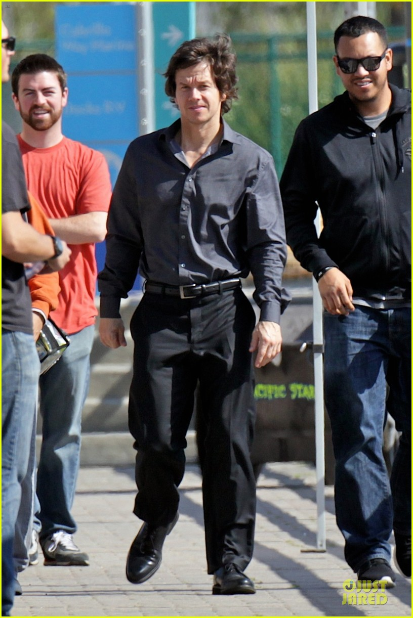 mark wahlberg 18 more episodes of wahlburgers on ae 023051851