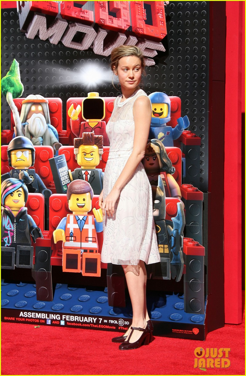 mark wahlberg busy philipps lego movie premiere 103045759