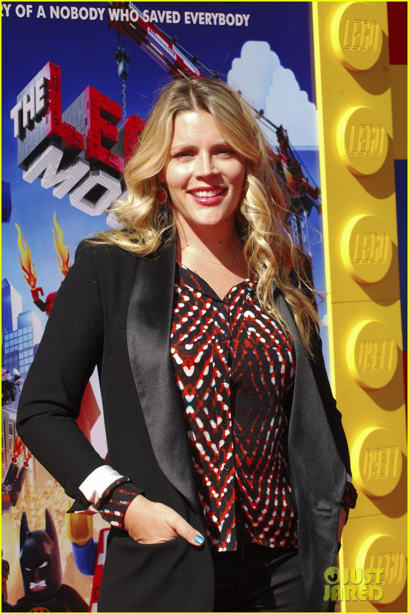 mark wahlberg busy philipps lego movie premiere 18