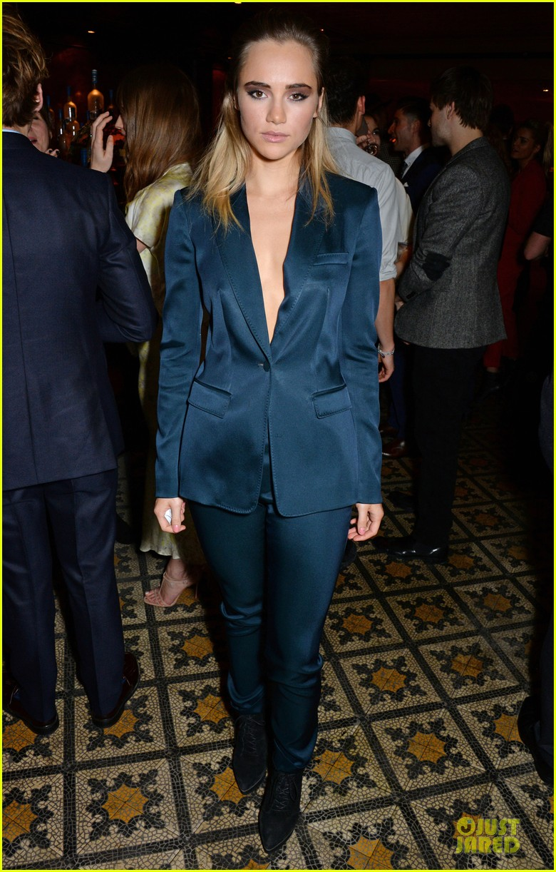 suki waterhouse cara delevingne suit up at bafta nominee dinner 053053776