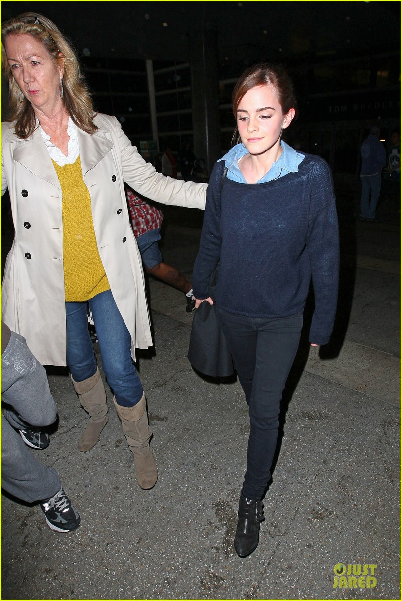 emma watson flys into lax airport before oscars 2014 05