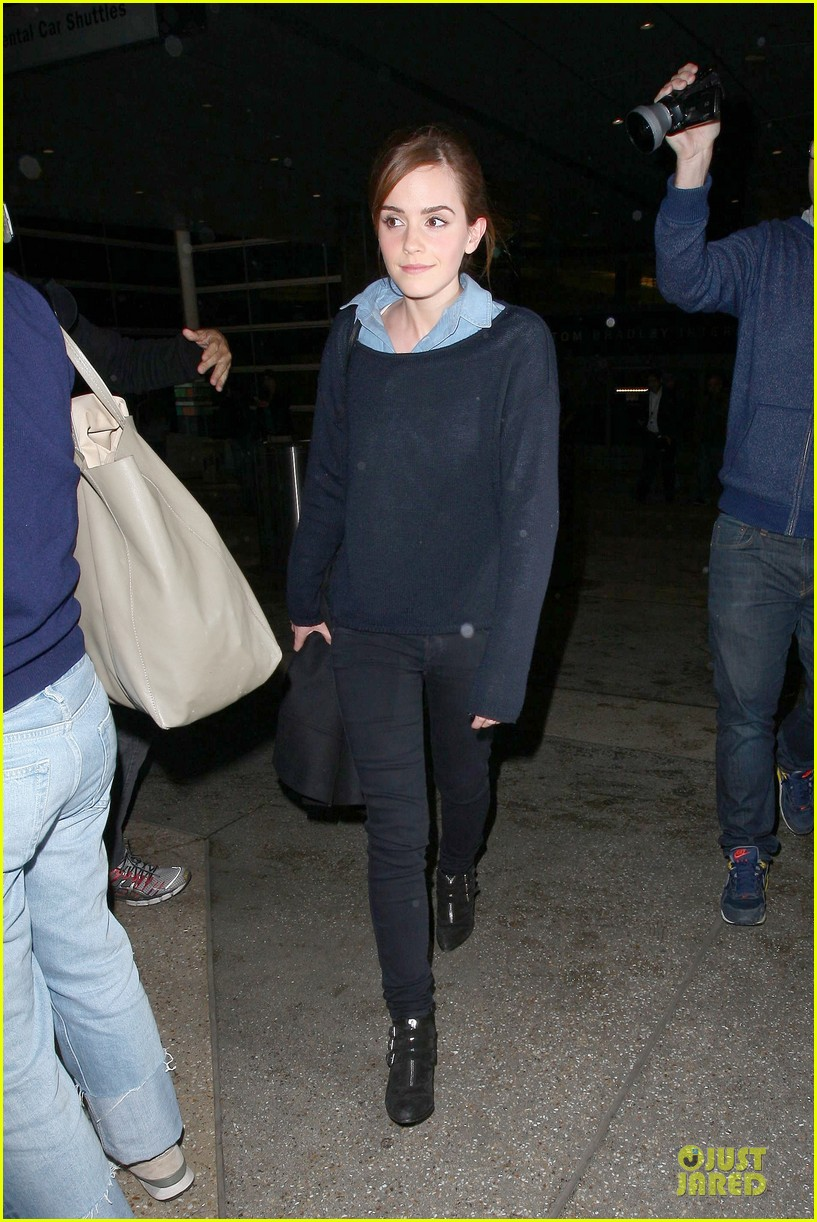 emma watson flys into lax airport before oscars 2014 10