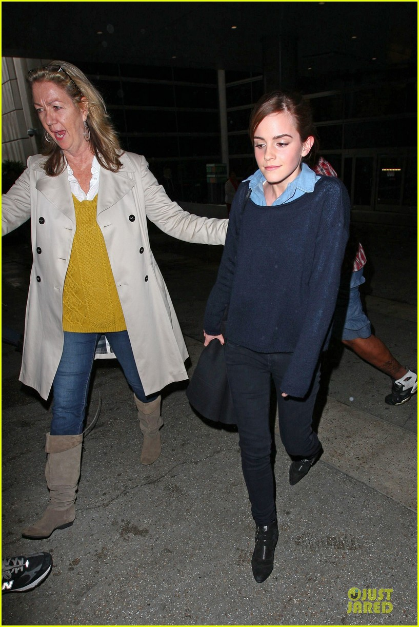 emma watson flys into lax airport before oscars 2014 15