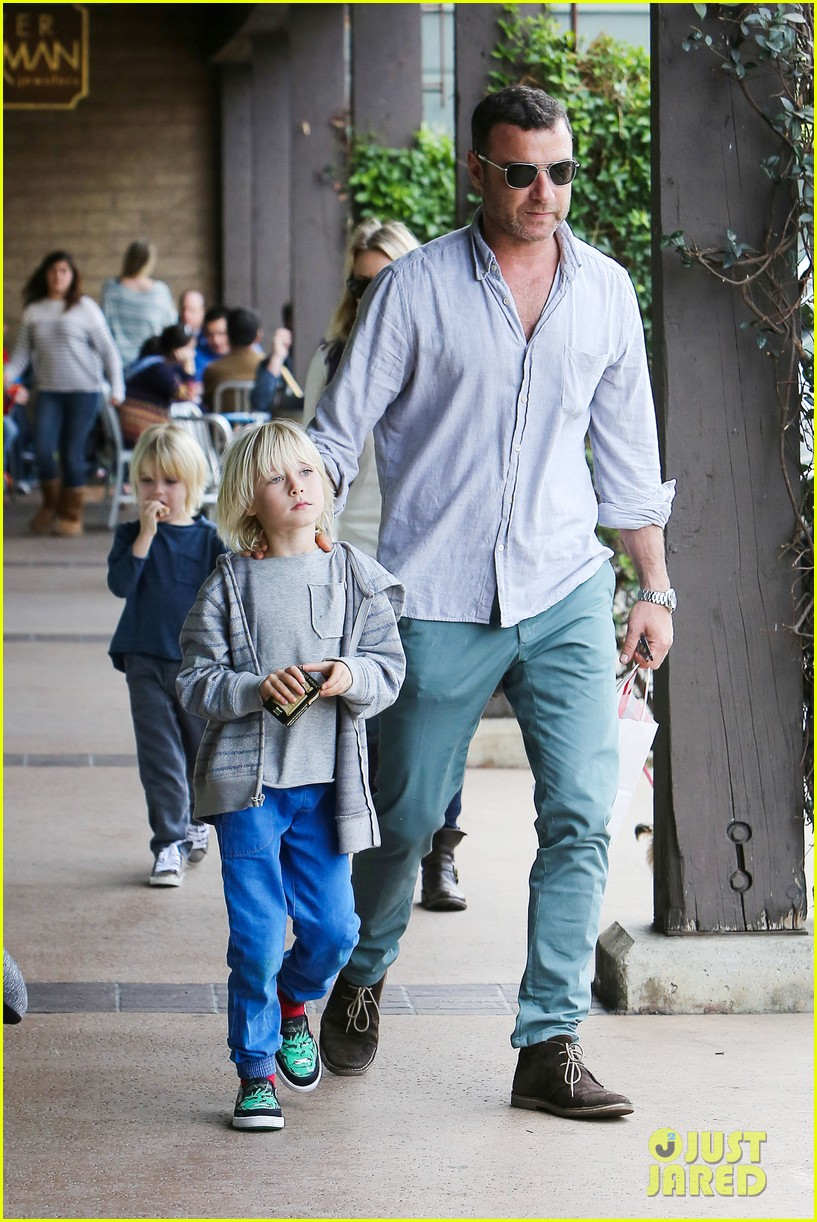 naomi watts liev schrieber hang with their boys 05