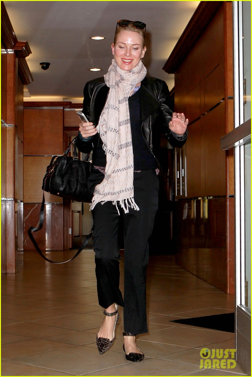 naomi watts gets all pampered for oscars sunday 10