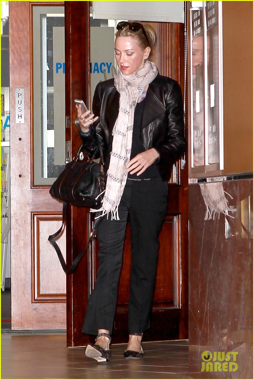 naomi watts gets all pampered for oscars sunday 113062438