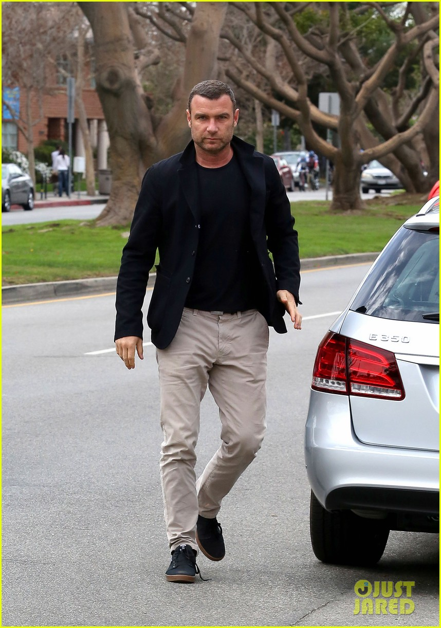 naomi watts liev schreiber separate sunday outings 02