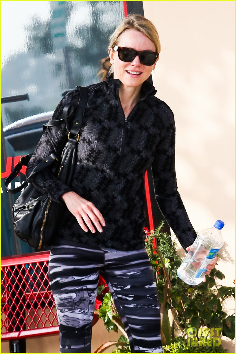 naomi watts works to keep her body in tip top shape 06