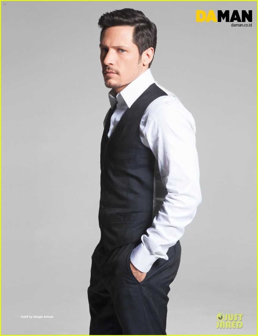 nick wechsler flashes shirtless abs for da man magazine 05