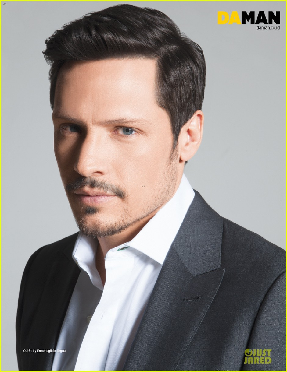 nick wechsler flashes shirtless abs for da man magazine 06