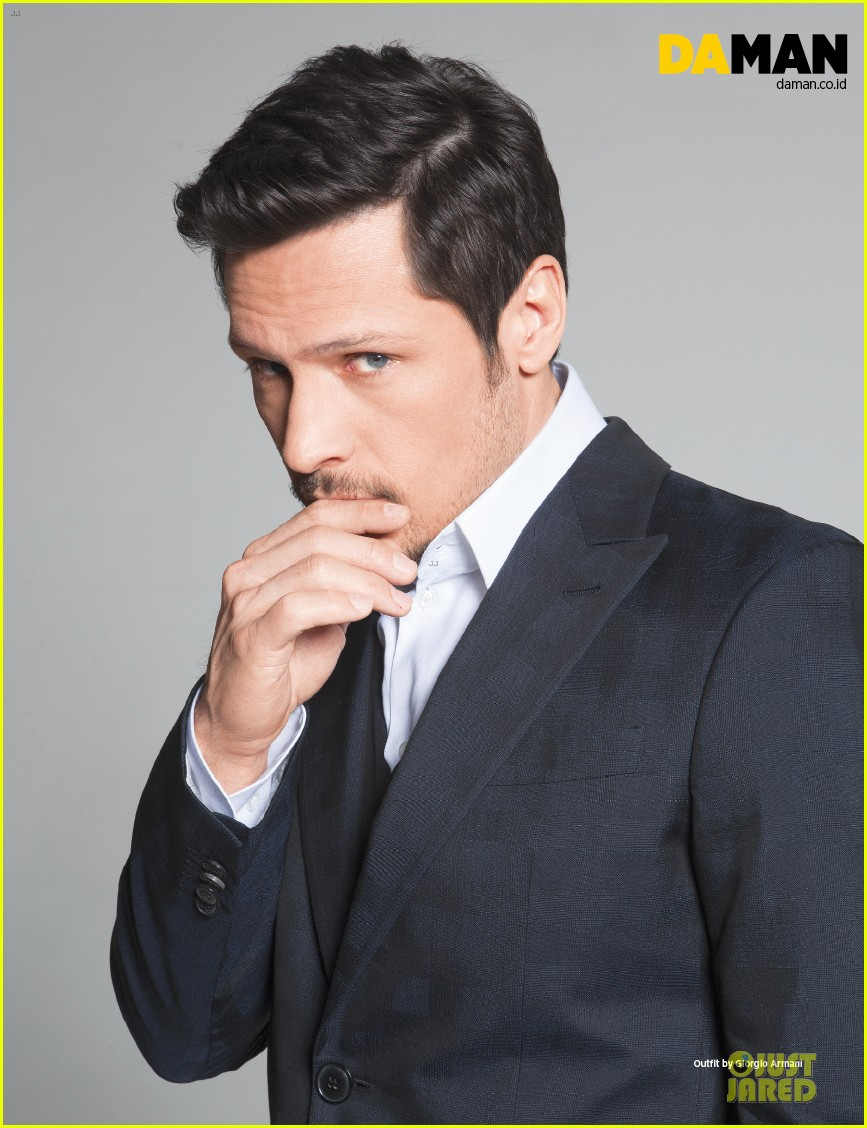 nick wechsler flashes shirtless abs for da man magazine 14