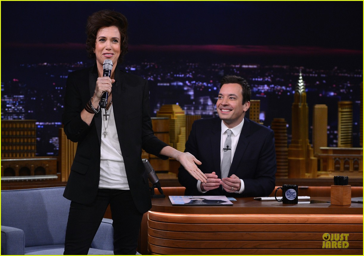 kristen wiig channels harry styles on tonight show with jimmy fallon 06