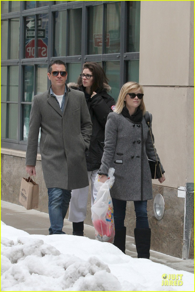 reese witherspoon jim toth matching couple on valentines day 18
