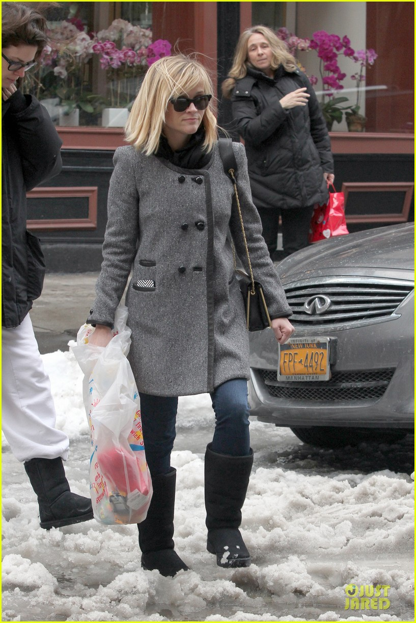reese witherspoon jim toth matching couple on valentines day 223053693