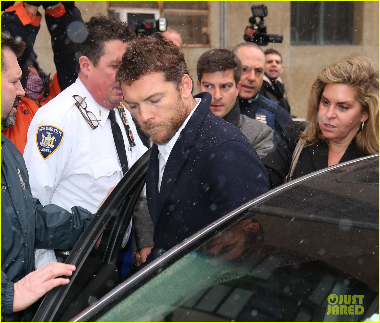 sam worthington leaves court after arrest fuels wedding rumors to lara bingle 063060924