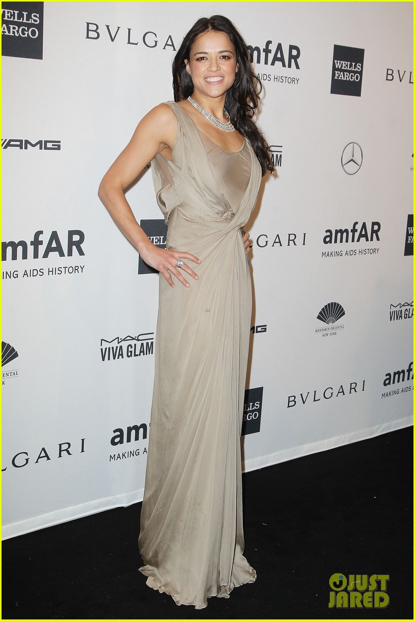 robin wright michelle rodriguez amfar new york gala 04